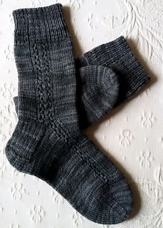 Ravelry: Nera Signora pattern by Alice Twain free pattern Cable Knit Socks, Crochet Socks, Knitting Socks, Hand Knitting, Knit Crochet, Knitting Patterns Free, Knit Patterns, Free Pattern, Spinning Yarn