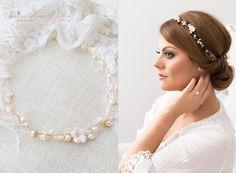 Eine wunderschöne, zarte Perlenranke mit Perlen für die modebewußte Braut. Dieser Brautkranz ist ein ganz besonderes Accessoires für ihre Hochzeit. Verschiedene variationen und befestigungsmöglichkeiten sind möglich, wie z.B. die Einarbeitung in die Hochsteckfrisur, als Haarreif, als Stirnband, zur Zierde eines Dutts, oder einfach mit ins Haar eingeflockten. -Am Ende befinden sich kleine Ösen. So läßt sich die Haarranke auch mit Hilfe von Haarnadeln o.ä. leicht in der Frisur befestigen…