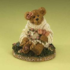Amazon.com - Flora T Rosebeary- Collectible Figurine -+ Resin Sculpture, Sculptures, Boyds Bears, Cute Teddy Bears, Bear Art, Collectible Figurines, Flora, Diy Crafts, Toys