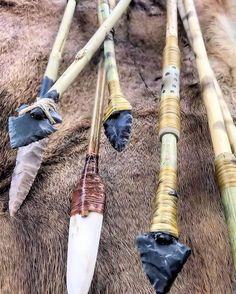 What Can Native American Culture Teach Us about Survival and. Indian Artifacts, Native American Artifacts, Survival Gear, Survival Skills, Survival Quotes, Arte Plumaria, Stone Age Tools, Arrow Art, Primitive Technology