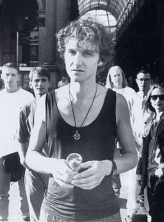 http://www.ijamming.net/2005Pics/TimBooth/James.jpg.   Tim Booth