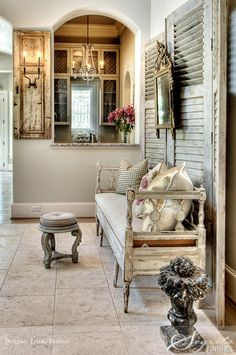 Eye For Design: The White Album - Decorating in the French Country Style. Love the daybed for guests with old shutters as backdrop French Decor, French Country Decorating, Chic Retro, French Country Style, Rustic French, Country Chic, Home Fashion, Shabby Chic Decor, Vignettes