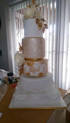 5 Tier wedding cake elegant. 5 Tier Wedding Cakes, Elegant Wedding Cakes, Amazing Places, The Good Place, Desserts, Tailgate Desserts, Deserts, Postres, Dessert