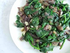 Delicious spinach made even healthier without oil in this Oil-Free Sauteed Spinach. Perfect for lunch/dinner or even an addition to a savory breakfast! Sauteed Zucchini, Sauteed Spinach, Creamed Spinach, Clean Recipes, Whole Food Recipes, Diet Recipes, Healthy Recipes, Savory Breakfast, Breakfast Spinach