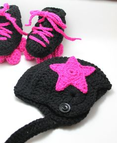 Roller Derby Baby Booties Roller Skates, Jammer Hat and Legwarmers Roller Derby, Roller Skating, Skate Party, Crochet Bebe, Bitty Baby, Baby Knitting Patterns, Crochet Projects, Knitting Projects, Baby Booties