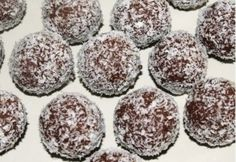 Coconut Balls, Rum Balls, Xmas Dinner, Christmas Cooking, Winter Food, Sweet Recipes, Deserts, Muffin, Cooking Recipes