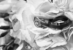 Rings and flowers...nice touch!
