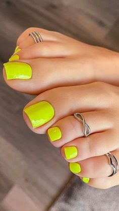 Cute Toes, Pretty Toes, Yellow Toe Nails, Acrylic Toes, Tan Body, Feet Nails, Beautiful Toes, Feet Soles, Sexy Toes