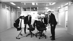 Työntekijä joka rakasti tuoliaan -leffaversio. Runsas istuminen on terveydelle haitallista (Suomalainen Lääkäriseura Duodecim 2016).