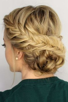 Braided prom hair updos look really elegant and beautiful. We have picked the trendiest updo hairstyles for our photo gallery. French Braid Hairstyles, Trending Hairstyles, Vintage Hairstyles, Hairstyles Haircuts, Beautiful Hairstyles, Updo Hairstyle, Vintage Updo, French Braids, Hairstyle Bridesmaid