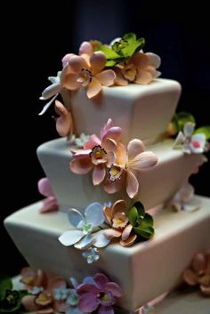 We love this 3-tier graduated square cake with rounded corners and flower sprinkles.