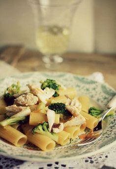 Pasta con triglie e broccoli profumata all'arancia - Ricette di cucina pesce