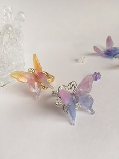 恋する蝶々のパステルリング Plastic Items, Plastic Resin, Shrink Plastic, Resin Crafts, Resin Art, Resin Jewelry, Jewelry Crafts, Shrink Art, Mixed Media Jewelry