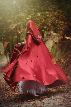 clothes - fantasy, little red riding hood Foto Fantasy, Fantasy Magic, Fantasy Art, Dark Fantasy, Fantasy Photography, Red Hood, Red Riding Hood, Little Red, Belle Photo