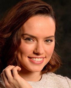 Rey Daisy Ridley, Daisy Ridley Star Wars, Female Actresses, English Actresses, Celebrity Pictures, Best Funny Pictures, Driving Miss Daisy, Star Wars Sequel Trilogy, Star Wars Light