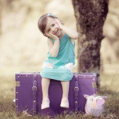 menina no baú com a coruja girl trunk owl