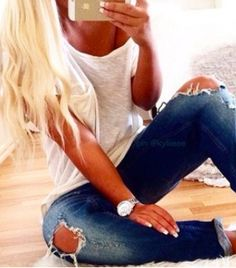 Spring Outfit - White tee - Ripped jeans