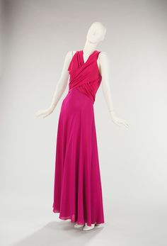 Evening Ensemble without covering view 2 of 2 Madeleine Vionnet, 1935 The Metropolitan Museum of Art OMG that dress! 1930s Fashion, Edwardian Fashion, Timeless Fashion, Vintage Fashion, Fashion Goth, Madeleine Vionnet, Vintage Gowns, Vintage Outfits, Vintage Clothing