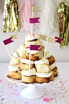 Calling all cinnamon roll lovers!  Make this DIY Cinnamon Roll birthday cake!!