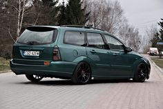 Green Ford Focus MK1 - Celis Hella headlamps, big amazing rims - Tomason TN1