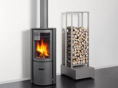 Nice wood burner and wood stacking. Always looks so clean in a magazine.