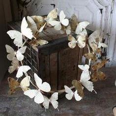 mooi voorjaars krans van papieren vlinders