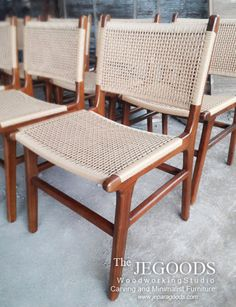 Dining chair combined with cane. We produce and manufacturing retro scandinavian mid century furniture dining chairs at affordable price by Jepara Goods Woodworking Studio Indonesia.  #retrochair #vintagechair #scandinavianchair #canechair #craftsmanship #furniturefactory #furniturewarehouse #kursimakan #kursicafe #kursivintage #indonesiafurniture #teakfurniture #indonesiafurniture