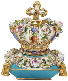 A JACOB PETIT PORCELAIN FLOWER-ENCRUSTED SCENT-BOTTLE AND STOPPER 19th cen
