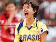 a-brasileira-leila-barros-vibra-na-vitoria-do-brasil-por-3-sets-a-2-sobre-a-russia-na-decisao-da-medalha-de-bronze-dos-jogos-de-atlanta-1996