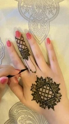 Modern Henna Designs, Henna Tattoo Designs Simple, Floral Henna Designs, Finger Henna Designs, Back Hand Mehndi Designs, Full Hand Mehndi Designs, Henna Art Designs, Mehndi Designs 2018, Mehndi Designs For Beginners