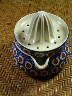 Vintage Polish Pottery Juicer and Olive Holder Mccoy Pottery, Ceramic Pottery, French Kitchens, Blue Dots, Pottery Classes, Yarn Bowl, Pottery Making, Polish Pottery, Vintage Tea