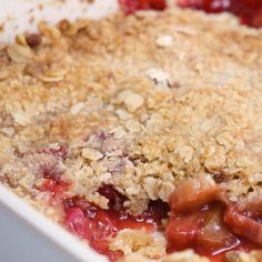 Strawberry Rhubarb Crisp is the ultimate simple summer dessert filled with a sweet and tart fruit filling and topped with a buttery golden crisp topping Summer Recipes. Desserts Rafraîchissants, Rhubarb Desserts, Delicious Desserts, Rhubarb Bread, Rhubarb Rhubarb, Rhubarb Muffins, Plated Desserts, Strawberry Rhubarb Recipes, Strawberry Rhubarb Crisp