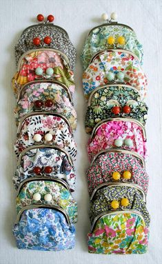 Lovely Liberty Coin Purse Kits - The Purl Bee - Knitting Crochet Sewing Embroidery Crafts Patterns and Ideas! Diy Coin Purse Tutorial, Diy Purse, Diy Beaded Coin Purse, Diy Coin Purse Pattern, Purse Patterns, Craft Patterns, Sewing Patterns, Purl Bee, Sewing Tutorials
