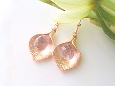 This is a delicate pair of earrings made of rose de france light pink/amethyst teardrops and rose gold plated calla lilies. So romantic and feminine!