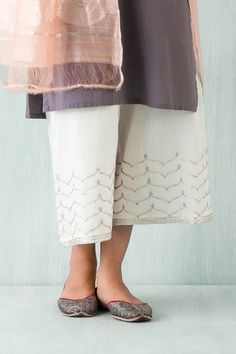 Goodearth - Mehreen:Mehrab Khadi Farshi Indian Fashion Trends, Indian Designer Outfits, Indian Attire, Indian Wear, Indian Dresses, Indian Outfits, Kurta Designs, Blouse Designs, Salwar Suits Simple