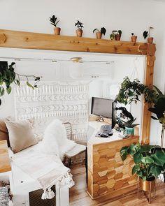 This bohemian wheel is a botanical wonderland! Rv Living, Tiny Living, Rv Homes, Camper Renovation, Rv Interior Remodel, Airstream Interior, Diy Camper, Camper Life, Happier Camper