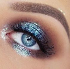 Blue smokey eye makeup for blue eyes.