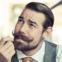 What is Handlebar mustache? Learn all these plus 40 coolest handlebar mustache styles to rock. Mustache Growth, Beard And Mustache Styles, Beard No Mustache, Hipster Mustache, Latest Beard Styles, Beard Styles For Men, Hair And Beard Styles, Facial Hair Styles, Great Beards