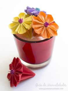 How to make an origami water lily Origami Simple, 3d Origami, Origami Paper, Tissue Paper Roses, Paper Flowers, Paper Flower Tutorial, Origami Tutorial, Origami Water Lily, Easy Crafts