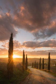 Tuscany sunrise (by Daniel Korzhonov on 500px)