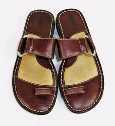 a2fcab8ecb4f Born toe loop sandals brown leather slides slip on silver ring detail size  8m