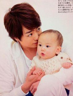 He's sooooo cute!!!!!! <3 I love sooooo much this picture!! Sho X Baby = perfect combi sr: twitter