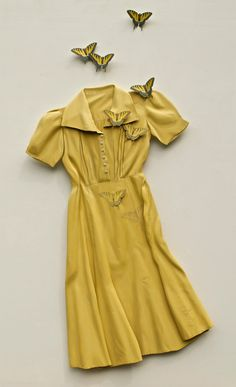 New Trompe L'oeil Sculptures of Flowing Dresses and Leaves Constructed from Plywood by Ron Isaacs  http://www.thisiscolossal.com/2015/05/trompe-loeil-plywood-ron-isaacs/