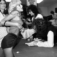 Ronnie James Dio signing an autograph for a fan with Vivian Campbell and Vinnie Appice Vivian Campbell, James Dio, Celebrity Skin, Yoko Ono, Wild Ones, Pink Velvet, Look At You, Hot Pants, Classic Rock