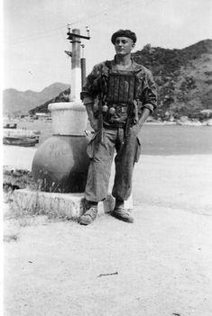 Một sĩ quan chỉ huy Pháp trong chiến tranh ĐôngMột sĩ quan chỉ huy Pháp trong chiến tranh Đông Dương.#NKL Vietnam History, Vietnam War Photos, Vietnam Vets, Commonwealth, Marine Francaise, First Indochina War, Marine Commandos, Indochine, French Foreign Legion