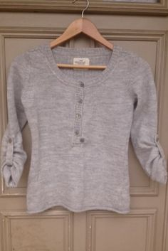 Pull gris H&M taille S H&M ! Taille 36 / 8 / S  à seulement 8.00 €. Par ici : http://www.vinted.fr/mode-femmes/pull-overs/17839258-pull-gris-hm-taille-s.
