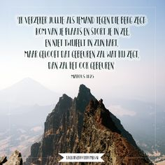 'Ik verzeker jullie: als iemand tegen die berg zegt: Kom van je plaats en stort je in zee, en niet twijfelt in zijn hart, maar gelooft dat gebeuren zal wat hij zegt, dan zal het ook gebeuren'. Marcus 11:23  #Geloof, #Kracht  https://www.dagelijksebroodkruimels.nl/marcus-11-23/