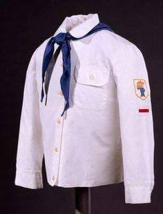 Pionierbluse und blaues Halstuch mit Pioniernoten!