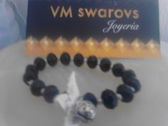 Pulsera swarovs color negro con llamador de ángel- $100.