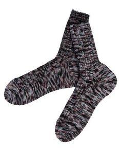 Vores sokker er strikket i et lækkert håndfarvet merino strømpegarn fra Wilfert's. Make Time, Knit Crochet, Socks, Knitting, Crafts, Knits, Inspiration, Fashion, Knitting Socks